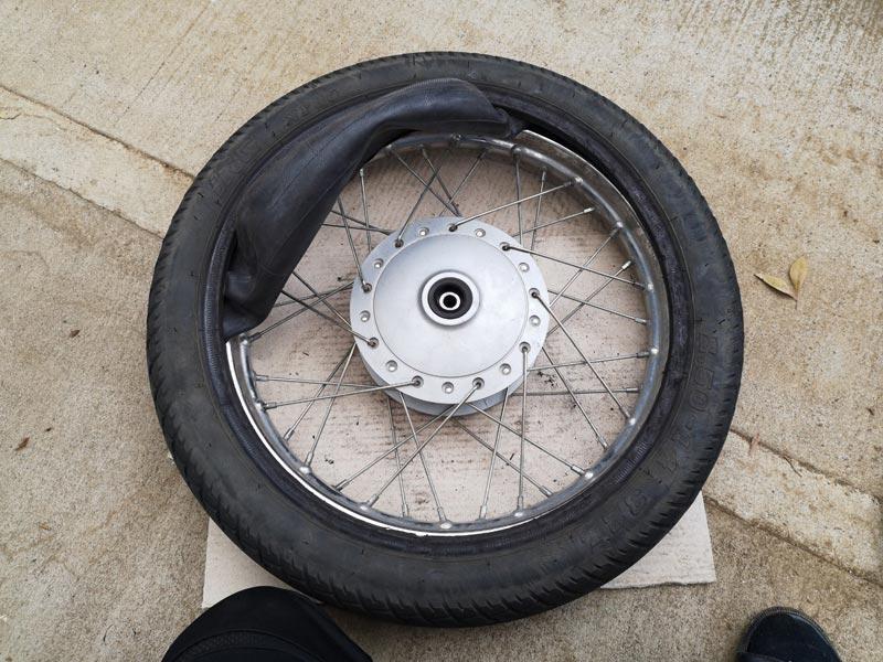 リトルカブ タイヤ交換 チューブを抜く