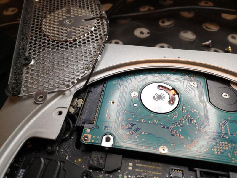 mac mini アンテナを外しHDDを取る