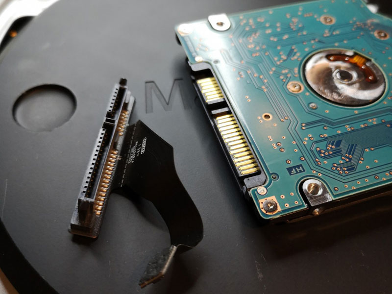 内蔵HDDからコネクタを取る macmini