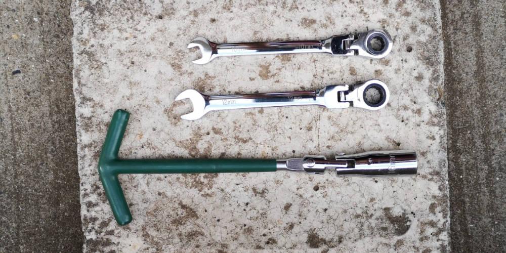 プラグ交換 工具