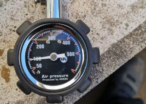 リトルカブ 空気圧 フロント 調整前